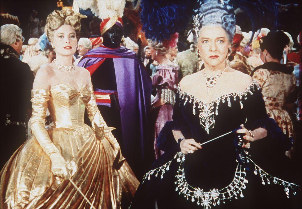 Mrs. Stevens (Jessie Royce Landis, r.) und ihre Tochter Frances (Grace Kelly, l.) nehmen an einem Maskenball teil ... - Bildquelle: Paramount Pictures