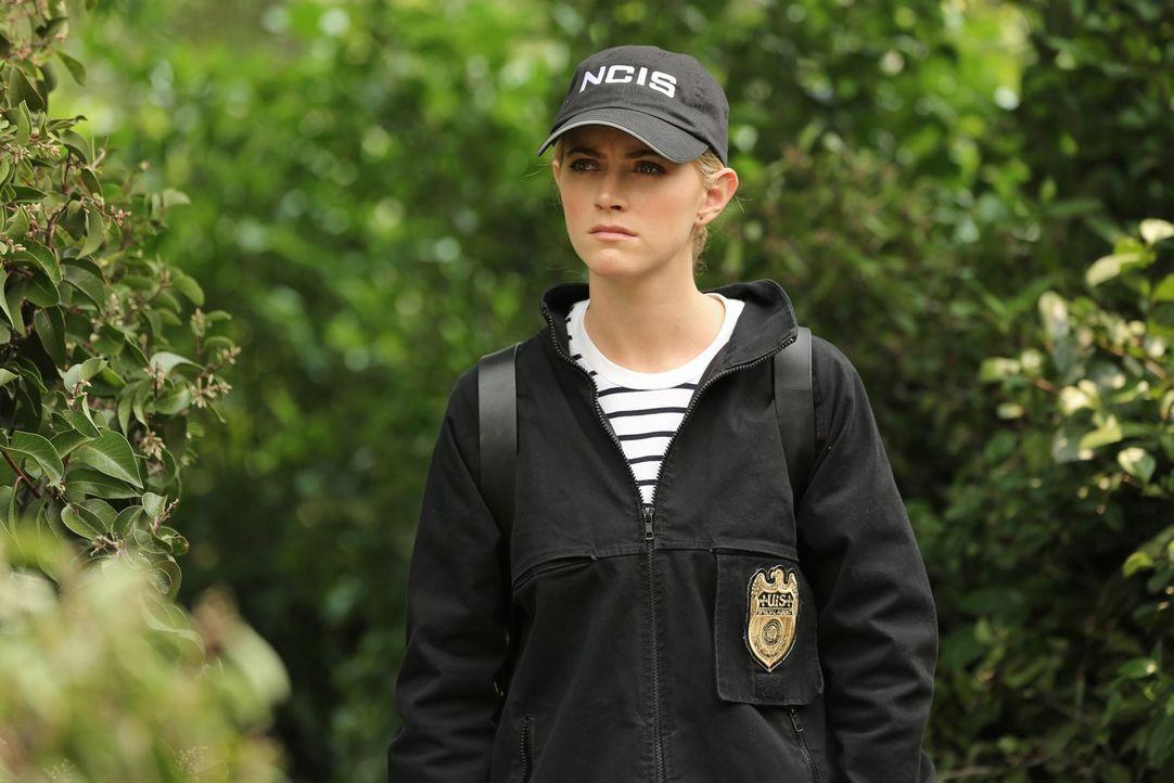 Als ein Marineoffizier in der Nähe des Weißen Hauses getötet wird, muss Ellie Bishop (Emily Wickersham) herausfinden, ob der Mord etwas mit einer Mo... - Bildquelle: Michael Yarish 2014 CBS Broadcasting, Inc. All Rights Reserved