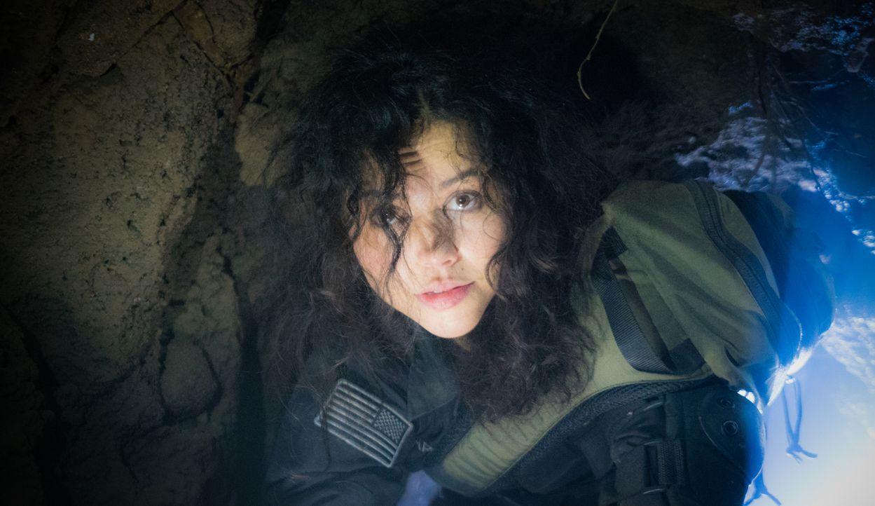 Macht einen grausamen, unterirdischen Fund: Dariela (Alyssa Diaz) ... - Bildquelle: Shane Harvey 2016 CBS Broadcasting Inc. All Rights Reserved.
