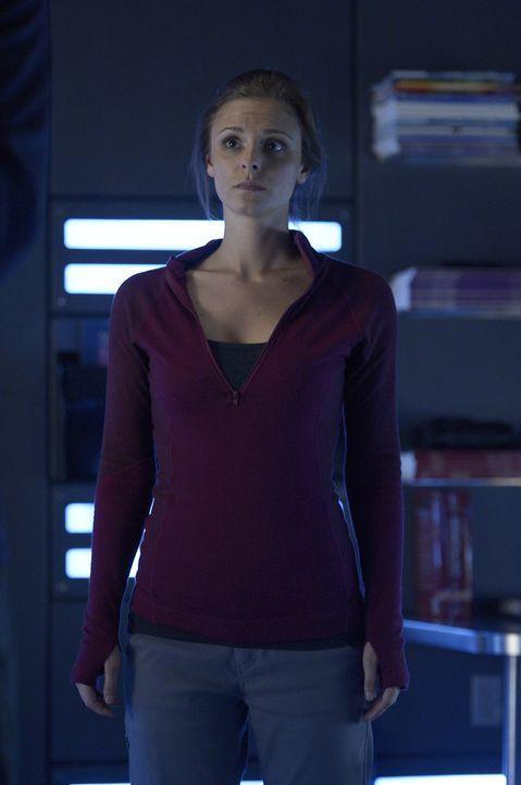 Als Sarah (Jordan Hayes) erfährt, wofür das Virus eigentlich gedacht ist, hat sie plötzlich wieder Hoffnungen für sich selber ... - Bildquelle: 2014 Sony Pictures Television Inc. All Rights Reserved.