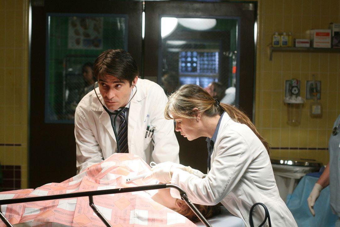 Luka (Goran Visnjic, l.) und Abby (Maura Tierney, r.) versuchen einem Patienten, das Leben zu retten ... - Bildquelle: Warner Bros. Television