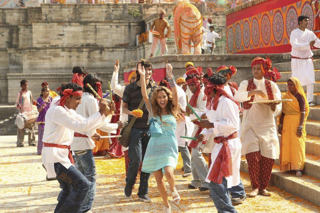 Chanel (Adrienne Bailon, M.) fühlt sich wohl in der indischen Hafenstadt ... - Bildquelle: Disney - ABC - ESPN Television