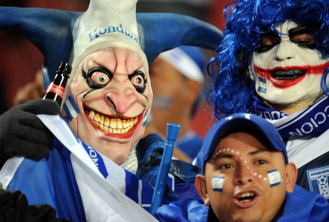 Maske auf und ab ins Stadion! - Bildquelle: Yuri Cortez/AFP