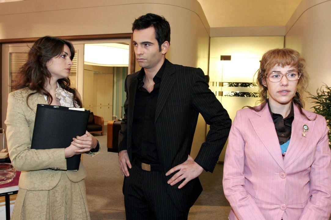 Rokko sorgt für Gesprächsstoff zwischen Mariella (Bianca Hein, l.), David (Mathis Künzler, M.) und Lisa (Alexandra Neldel, r.). (Dieses Foto von... - Bildquelle: Noreen Flynn Sat.1