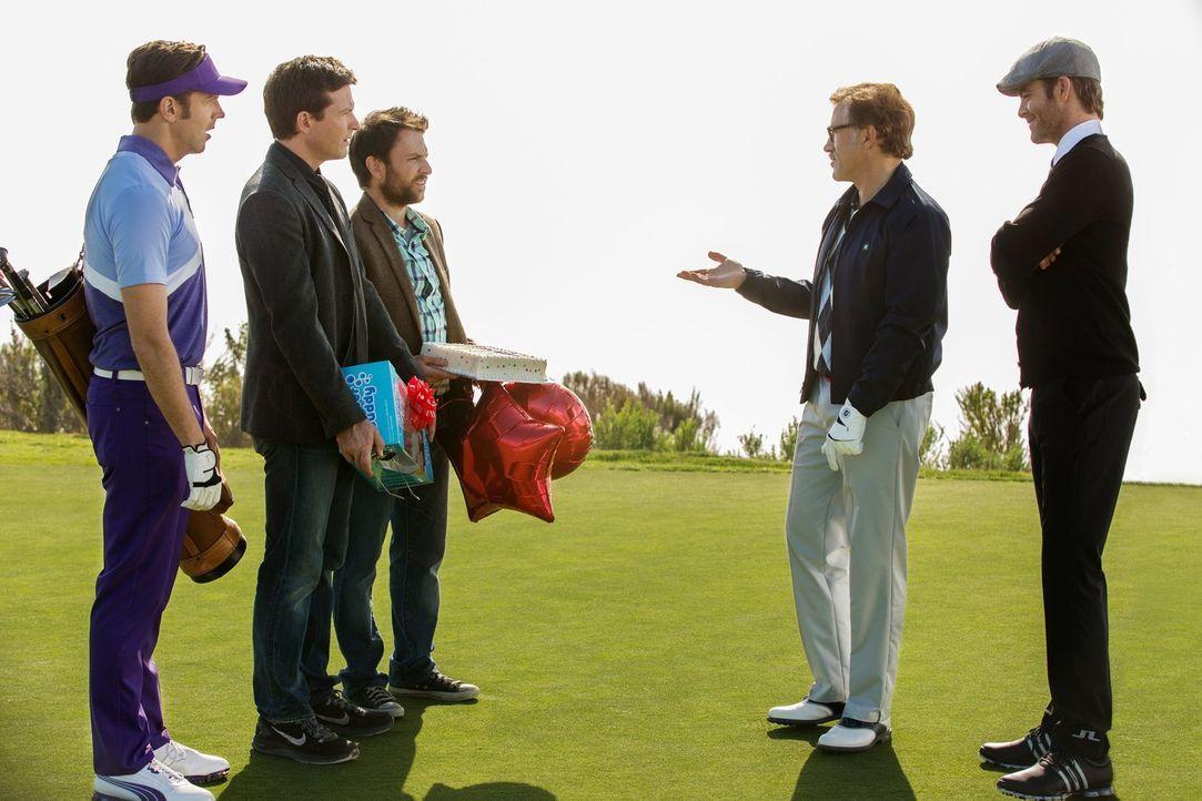 Die drei Freunde (v.l.n.r.) Kurt (Jason Sudeikis), Nick (Jason Bateman) und Dale (Charlie Day) glauben, dass die Weichen für ihre neue berufliche Zu... - Bildquelle: 2014   Warner Bros.