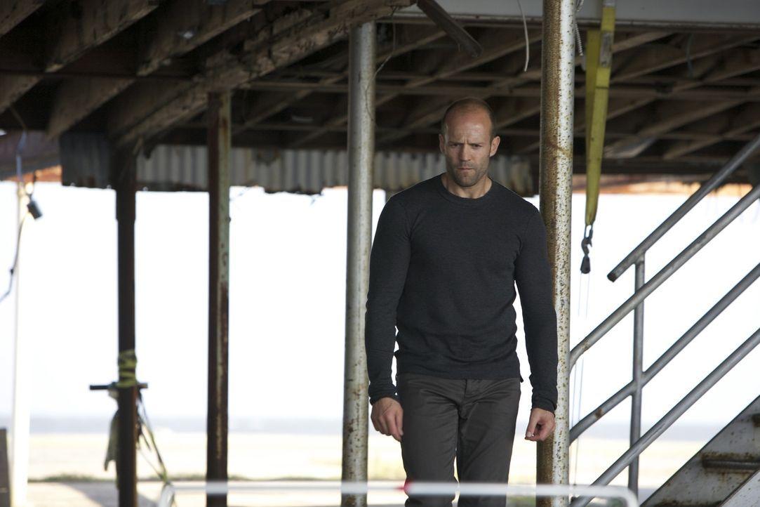 Als Arthur (Jason Statham) zufällig einen der Männer entdeckt, von denen er dachte, dass sie bei der Südafrika-Mission getötet worden seien, erfährt... - Bildquelle: 2010 SCARED PRODUCTIONS, INC.
