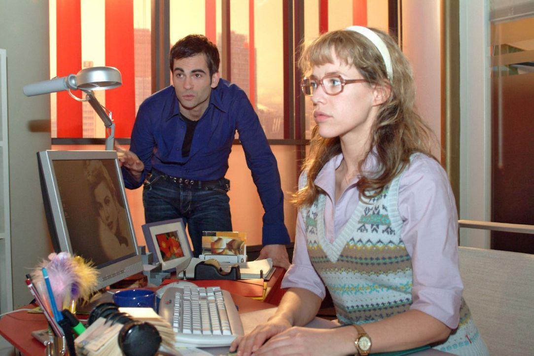 David (Mathis Künzler, l.) lädt Lisa (Alexandra Neldel, r.) zu einem gemeinsamen Ausflug ein. Doch Lisa weist ihn zunächst ab ... (Dieses Foto vo... - Bildquelle: Sat.1
