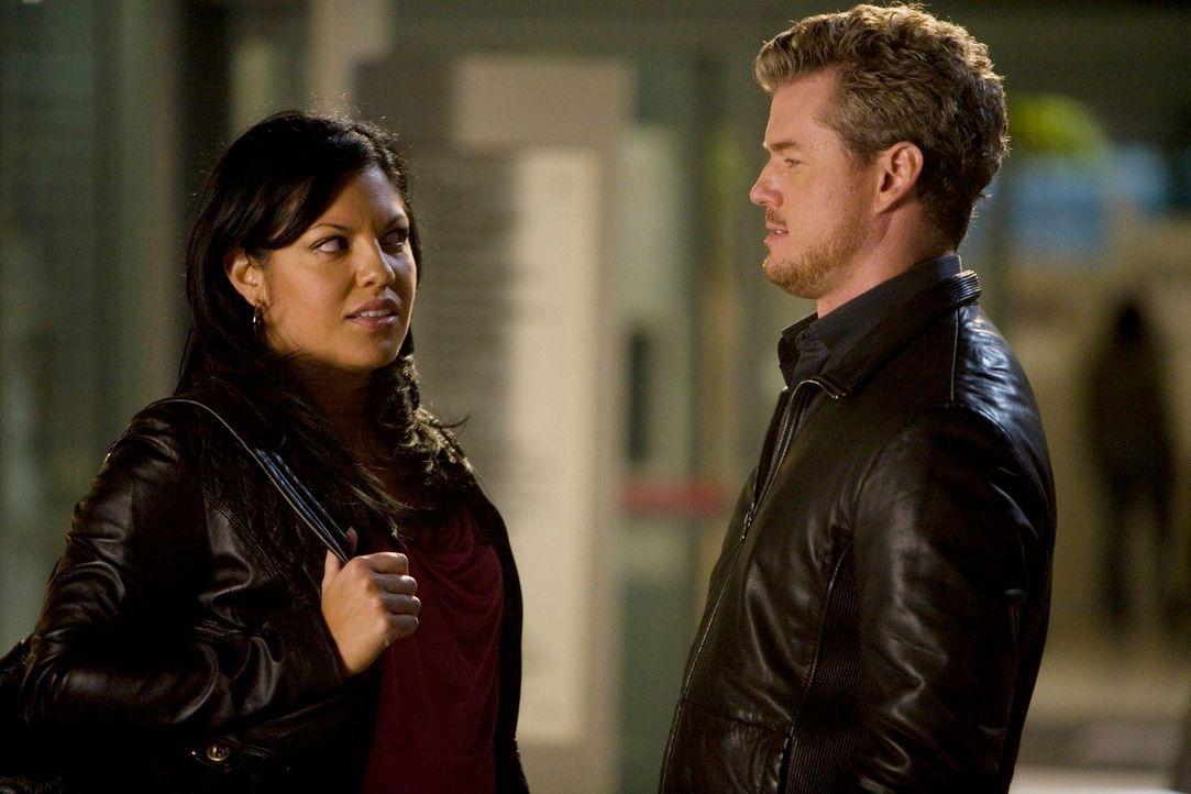 Bei einem Gespräch mit Mark (Eric Dane, l.) wird Callie (Sara Ramirez, r.) klar, für wen ihr Herz schlägt ... - Bildquelle: Touchstone Television