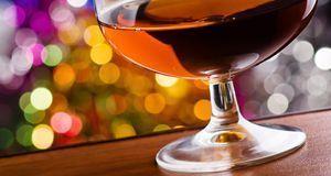 Statt Calvados pur zu trinken, würzen Sie damit doch Ihren Glühwein – heiß un...