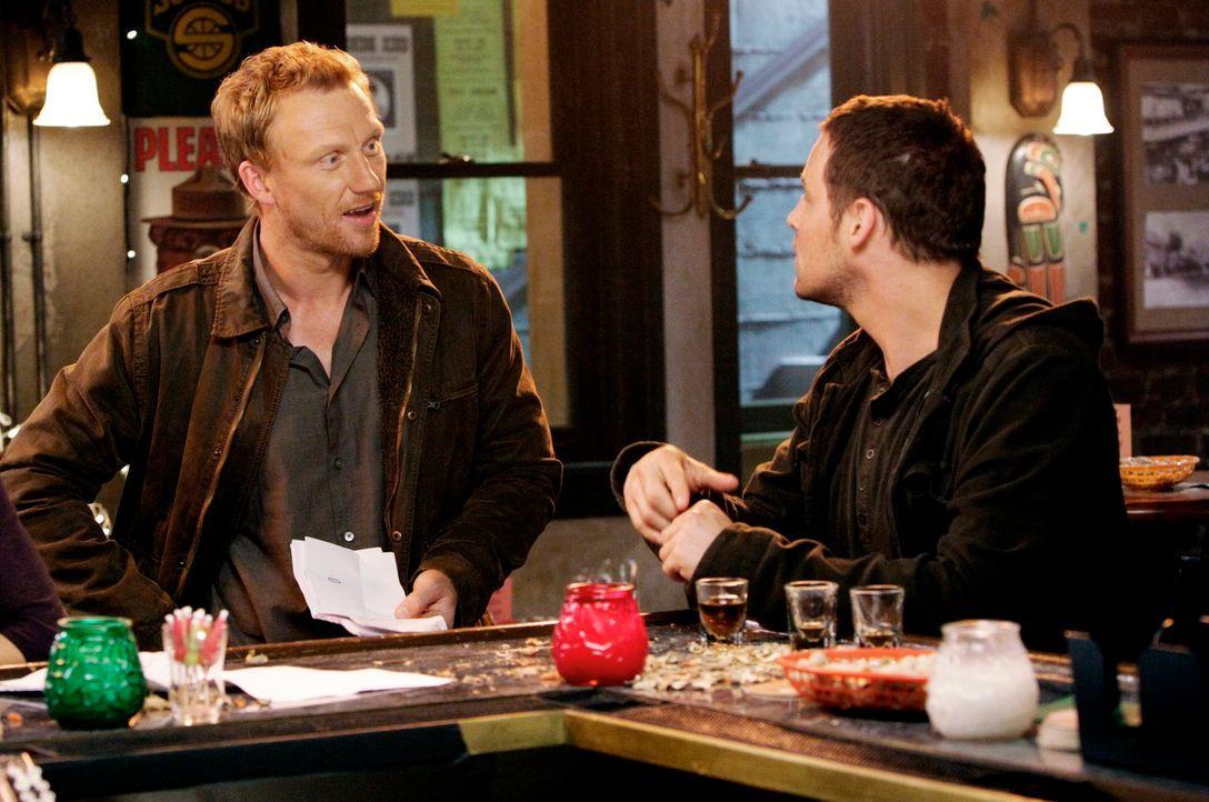 Wird Alex (Justin Chambers, r.) Owen (Kevin McKidd, l.) von Merediths Manipulation der Alzheimer-Studie zu erzählen? - Bildquelle: ABC Studios