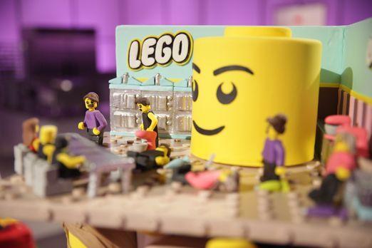 """Welcher """"LEGO"""" Kuchen wird die Jury überzeugen, bei einem großen &q..."""