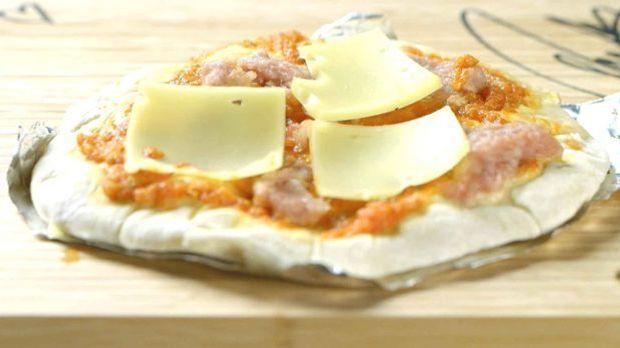Zwiebel Speck Wurst Pizza