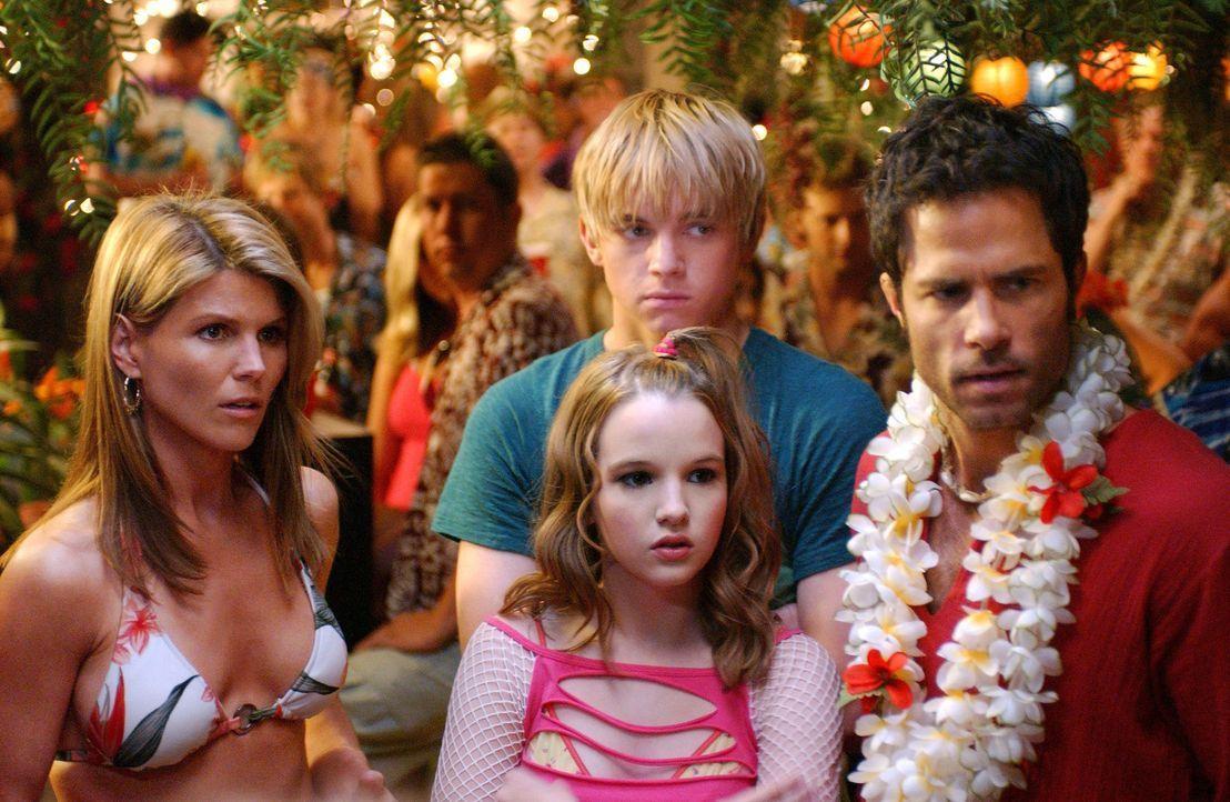 Die alljährliche Party endet teilweise als Therapiestunde: Nikki (Kay Panabaker, M.), Johnny (Shawn Christian, r.), Bradin (Jesse McCartney, hinten... - Bildquelle: CBS Television