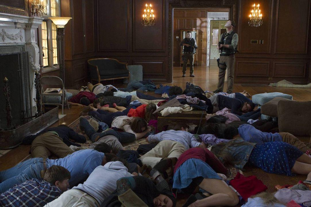 Werden alle die Entführung lebend überstehen? - Bildquelle: 2013-2014 NBC Universal Media, LLC. All rights reserved.