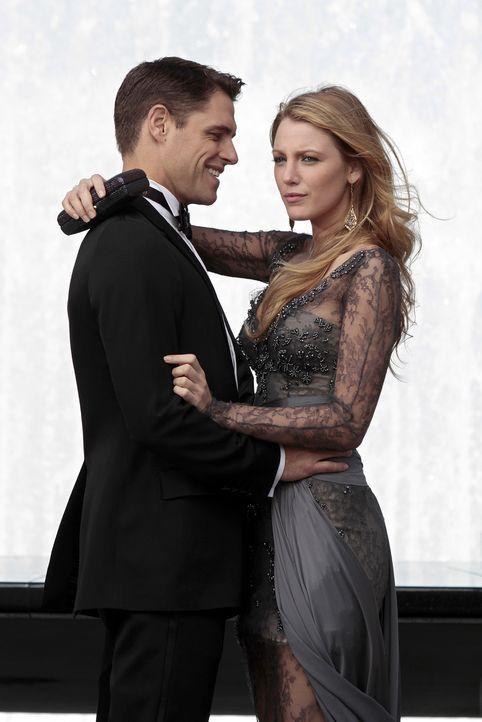 Colin (Sam Page, l.) und Serena (Blake Lively, r.) müssen sich langsam entscheiden, was aus ihnen werden soll, denn Serena hat keine Lust mehr, auf... - Bildquelle: Warner Bros. Television