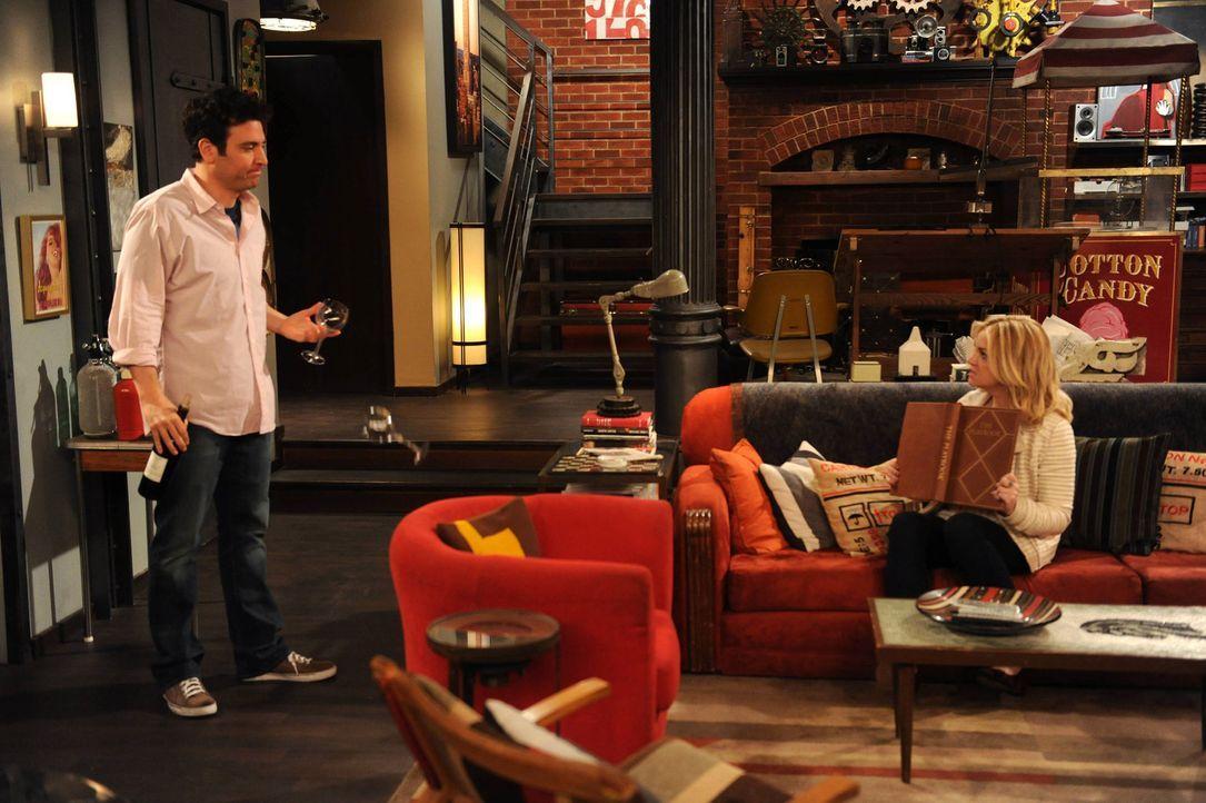 Nachdem Ted (Josh Radnor, l.) und Jeanette (Abby Elliott, r.) sich trennen, versucht Barney ihm dabei zu helfen, bei einem neuen Mädchen zu landen,... - Bildquelle: 2013 Twentieth Century Fox Film Corporation. All rights reserved.