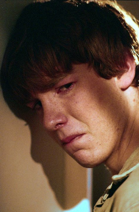 Als der 15-jährige Michael Skakel (Jon Foster) sieht, dass sein Bruder Tommy mit dem Nachbarmädchen Martha schäkert, fasst er einen fatalen Plan... - Bildquelle: Sony Pictures Television International. All Rights Reserved.
