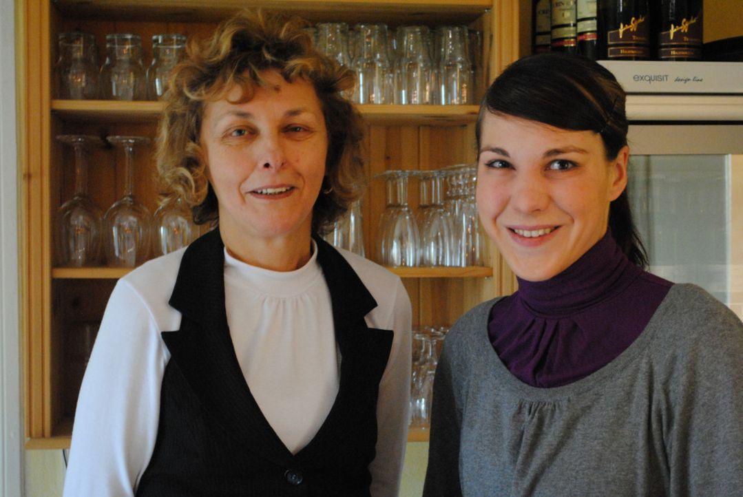 Doris (l.) und Nicole (r.) hoffen auf die Hilfe von Sternekoch Frank Rosin ... - Bildquelle: kabel eins