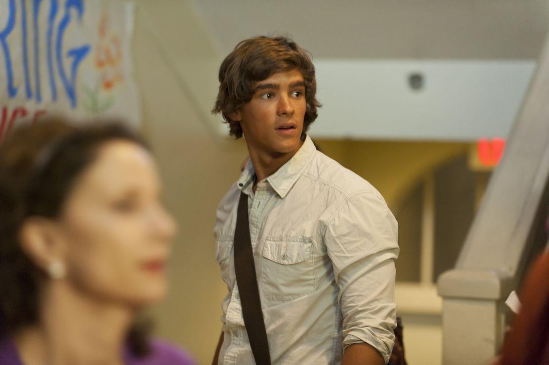 Würde alles dafür geben, wenn er mit Emma wieder alleine wäre: Dean (Brenton Thwaites) ... - Bildquelle: 2012 Sony Pictures Television Inc. All Rights Reserved.
