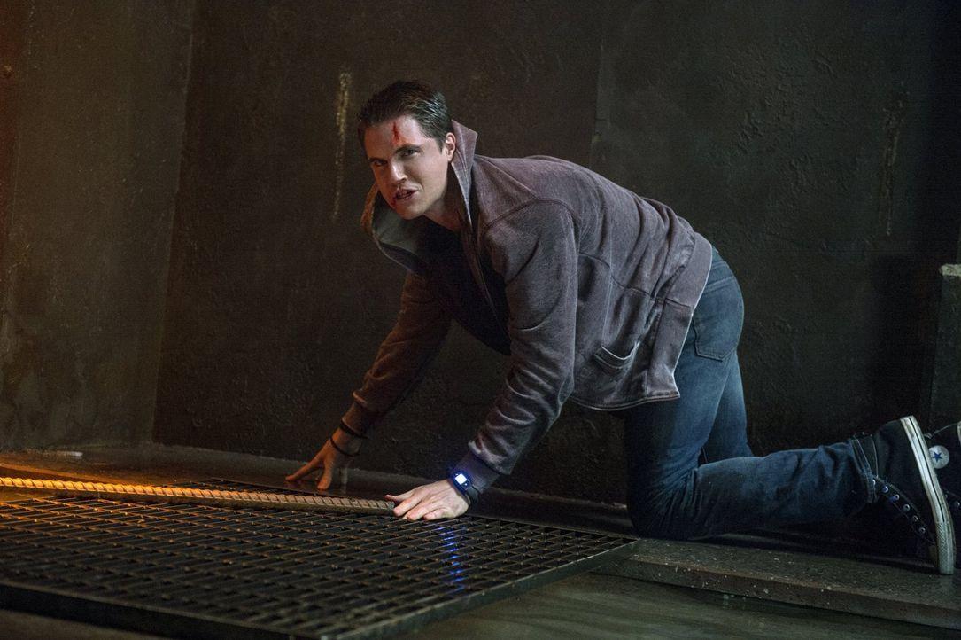 Ohne seine Fähigkeiten ist Stephen (Robbie Amell) dem gewalttätigen Verbrecher vollkommen ausgeliefert ... - Bildquelle: Warner Bros. Entertainment, Inc