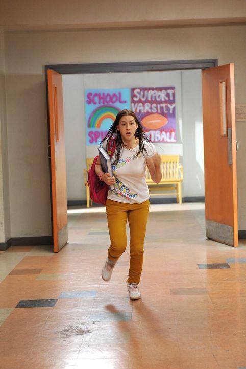 Während Sue (Eden Sher) dank ihres hinterhältigen Bruders damit zu kämpfen hat, pünktlich in den Unterrichtsstunden zu erscheinen, fechten Mike und... - Bildquelle: Warner Brothers