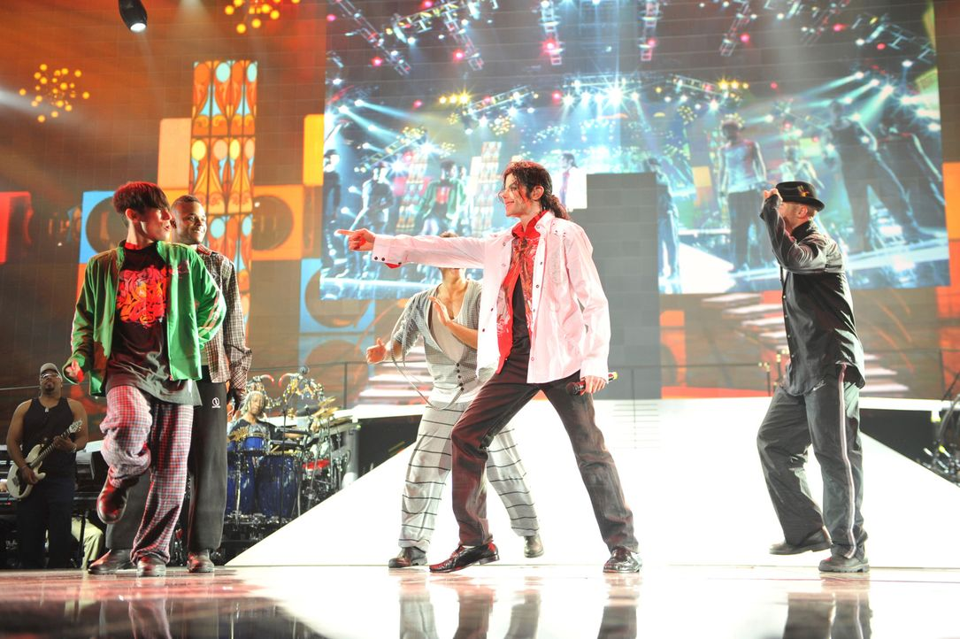 Michael Jacksons THIS IS IT ist eine würdige Hommage an den King of Pop. Der Großteil der Filmaufnahmen ist im Juni 2009 im STAPLES Center in Los An... - Bildquelle: 2009 The Michael Jackson Company, LLC. All Rights Reserved.