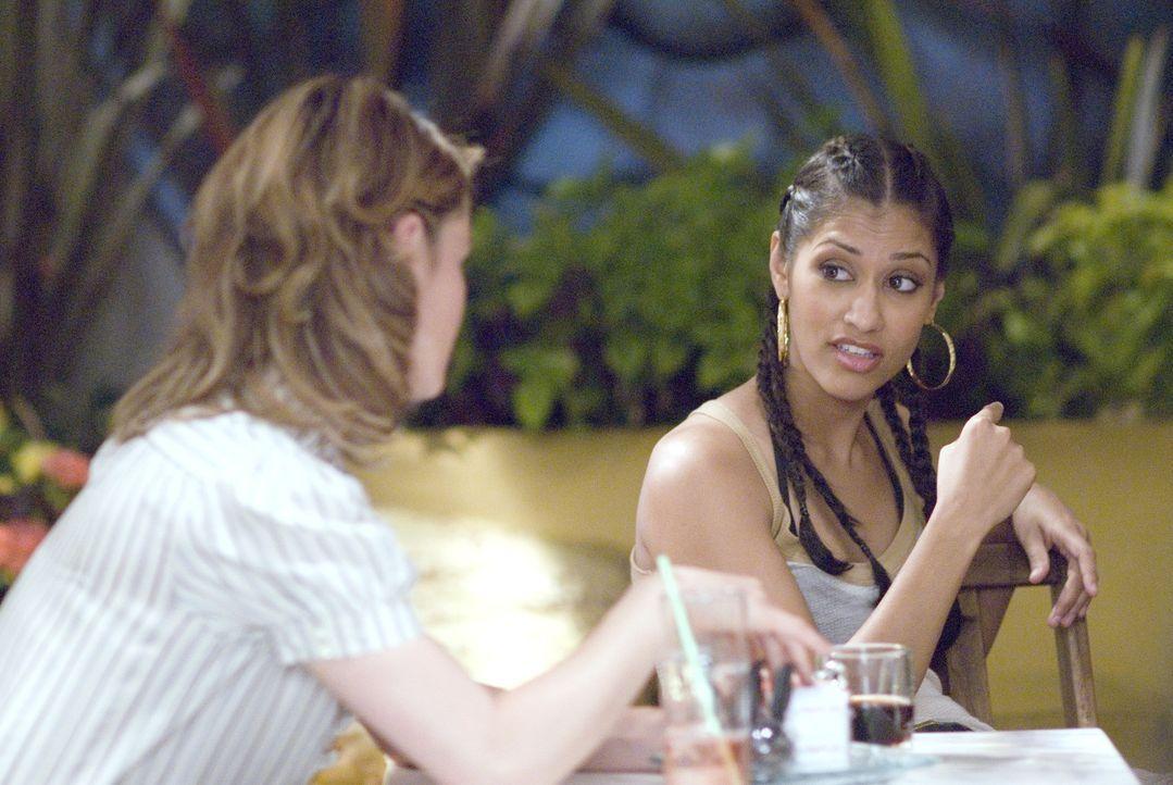 Wieder einmal lässt Papi (Janina Gavankar, r.) ihren Frust an Alice (Leisha Hailey, l.) aus ... - Bildquelle: 2007 SHOWTIME NETWORKS INC. ALL RIGHTS RESERVED.