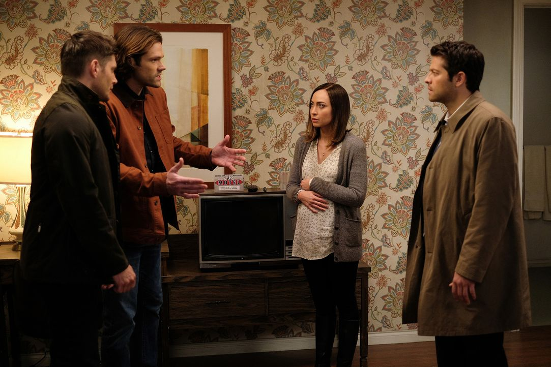 (v.l.n.r.) Dean (Jensen Ackles); Sam (Jared Padalecki); Kelly (Courtney Ford); Castiel (Misha Collins) - Bildquelle: Robert Falconer 2016 The CW Network, LLC. All Rights Reserved/Robert Falconer