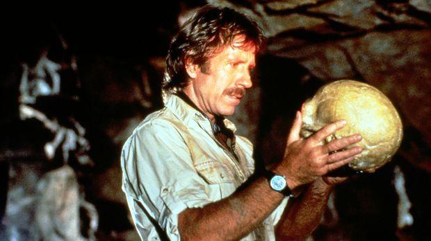 Bei der Suche nach dem Aztekenschatz stößt Max Donigan (Chuck Norris) auf ein...
