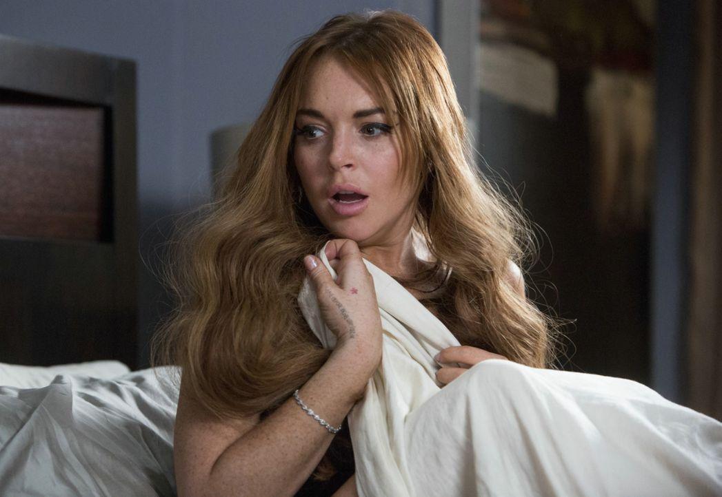 Wovon Frauen träumen: Sex mit Charlie Sheen ruft scheinbar bei Lindsay Lohan keine Begeisterung hervor ... - Bildquelle: 2013 Constantin Film Verleih GmbH.