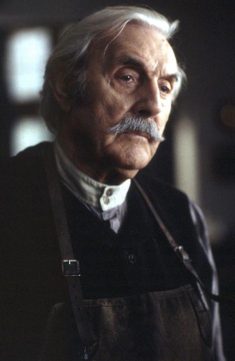 Mr. Tuttle (Eric Sykes, r.) hat bereits vor drei Jahren als Gärtner auf dem Anwesen gearbeitet ... - Bildquelle: Miramax Films