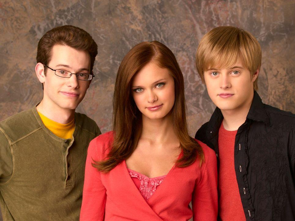 (v.l.n.r.) Dylan (Joey Zimmermann), Marnie (Sara Paxton) und Ethan (Lucas Grabeel) müssen Halloweentown vor dem Untergang bewahren ... - Bildquelle: Disney - ABC - ESPN Television