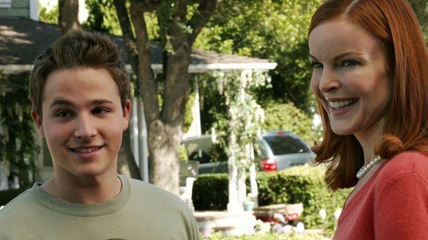 Andrew (Shawn Pyfrom, l.) spielt seiner Mutter Bree (Marcia Cross, r.) vor, M...