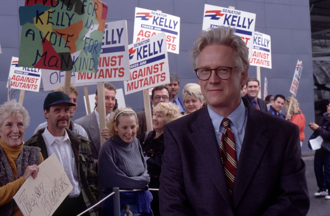 Senator Robert Jefferson Kelly (Bruce Davison) macht im Wahlkampf Stimmung gegen die Mutanten ... - Bildquelle: 2000 Twentieth Century Fox Film Corporation. All rights reserved.