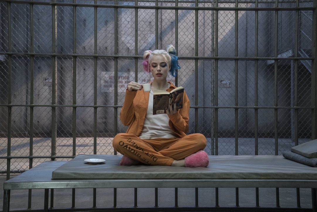 Harley Quinn (Margot Robbie) - Bildquelle: Warner Bros.