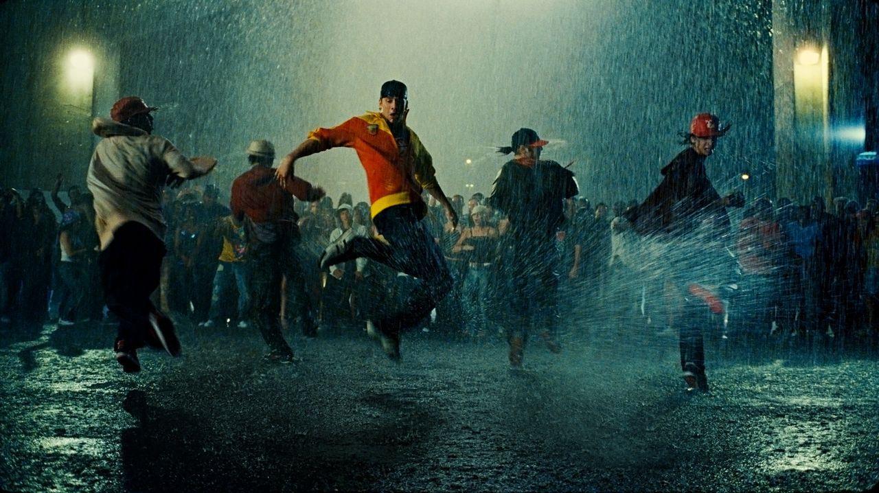 Seine Leidenschaft ist das Tanzen: Chase (Robert Hoffman, M.) ... - Bildquelle: 2008 Constantin Film