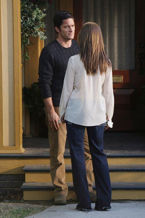 Wird Jim (David Conrad, l.) das Angebot von Melinda (Jennifer Love Hewitt, r.), bei ihr einzuziehen, annehmen? - Bildquelle: ABC Studios