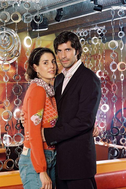 Elena Uhlig (l.) und Pasquale Aleardi (r.) ... - Bildquelle: Gordon Mühle Sat.1