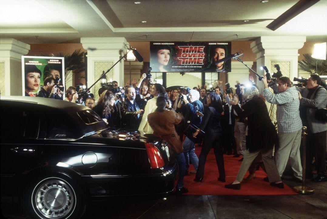 Wie die Geier stürzen sich die Journalisten auf das angebliche Traumpaar Amerikas ... - Bildquelle: 2004 Senator Film, alle Rechte vorbehalten.