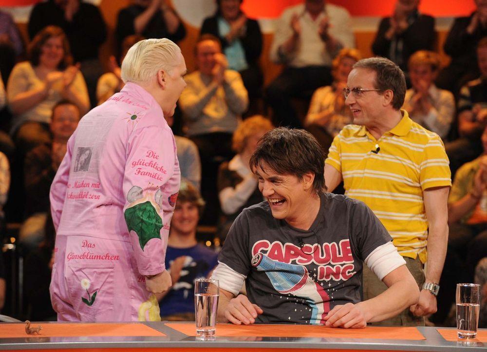 """Haben mal wieder viel Spaß bei """"Genial daneben - Die Comedy Arena"""" (v.l.n.r.): Hella von Sinnen, Matze Knop und Wigald Boning - Bildquelle: Sat.1"""