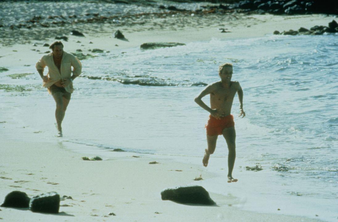 André (Gérard Depardieu, l.)  ist Benjamin (Patrick Mille, r.) dicht auf den Fersen ... - Bildquelle: TF1 Films Productions