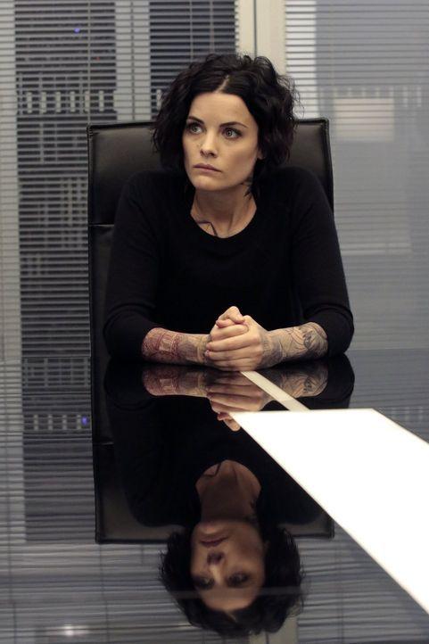 Als Jane (Jaimie Alexander) für die Zeit, als Tom Carter ermordet wurde, kein Alibi vorweisen kann, steht für Fischer fest, dass sie der Maulwurf is... - Bildquelle: Warner Brothers