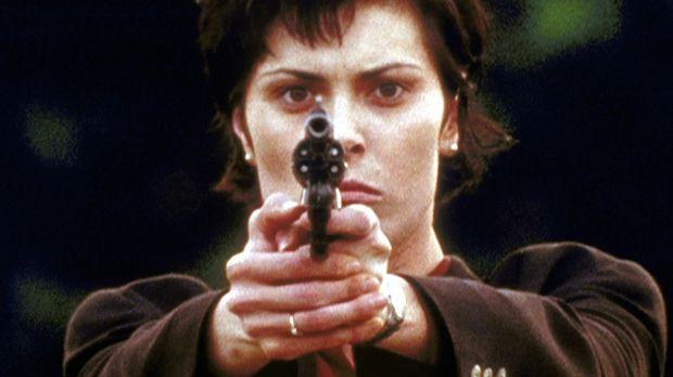 Die FBI-Agentin Jamie Pratt (Michelle Forbes) reist in die Vergangenheit, um...