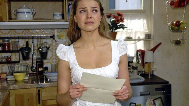 Katja (Karolina Lodyga) ist schockiert, als sie die irrtümlich ausgestellte H...