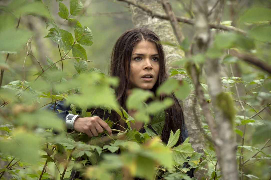Octavia (Marie Avgeropoulos) hat eine Schwäche für das Schöne. Wird ihr das zum Verhängnis? - Bildquelle: Warner Brothers