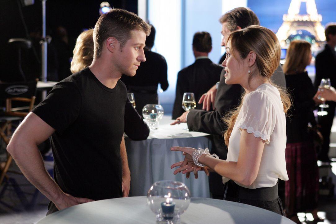Ryan (Benjamin McKenzie, l.) ist zu verunsichert, als er erfährt, dass Taylor (Autumn Reeser, r.) Henri-Michel gegenüber behauptet hat, er sei ebe... - Bildquelle: Warner Bros. Television