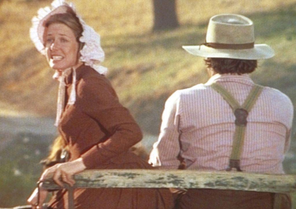 Charles Ingalls (Michael Landon, r.) und seine Frau Caroline (Karen Grassle, l.) fahren diesmal ohne ihre Kinder in den Urlaub. - Bildquelle: Worldvision