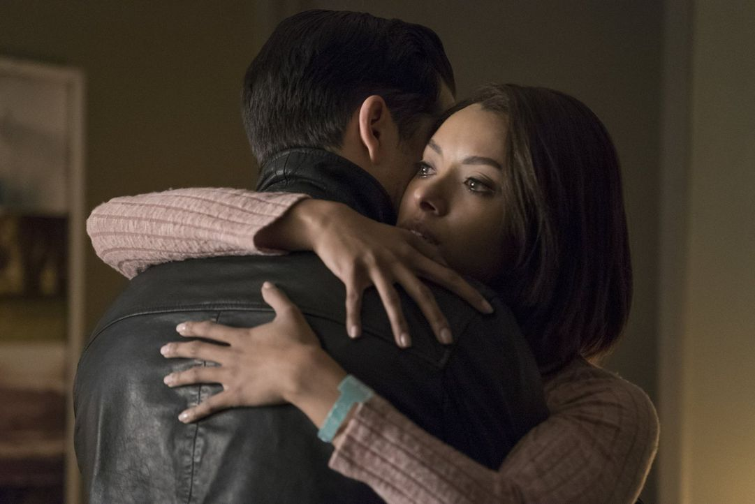 Noch ahnt Bonnie (Kat Graham) nicht, dass derjenige, der ihr eigentlich helfen wollte, womöglich ihr Todesurteil unterschrieben hat ... - Bildquelle: Warner Bros. Entertainment, Inc.