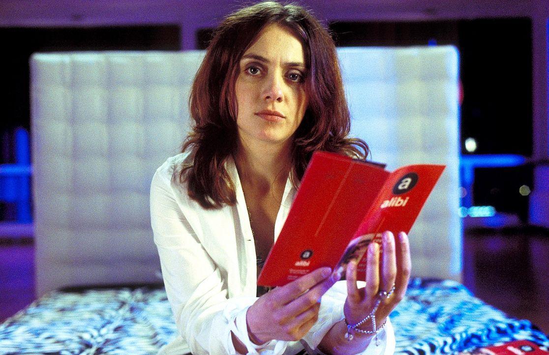 Andrea (Julia Richter) ist entsetzt über Erics Alibi-Agentur-Tätigkeit. Mit jemandem, der mit dem Fremdgehen Profit macht, will sie nichts mehr zu t... - Bildquelle: Krumwiede / Muehle ProSieben