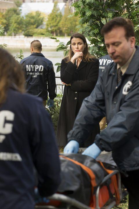 Eine Prostituierte wird erschossen aufgefunden. Ärger mit einem durchgeknallten Freier oder hat die Tote etwas gesehen, was nicht für ihre Augen bes... - Bildquelle: Jeffrey Neira 2015 CBS Broadcasting Inc. All Rights Reserved.